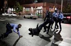 Mỹ: Biểu tình bùng phát sau vụ cảnh sát bắn chết người da màu cầm dao