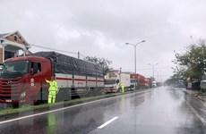 Thừa Thiên-Huế: Nhiều xe khách dừng tránh bão số 9 ở thị trấn Lăng Cô