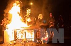 [Video] Mỹ: Nguy cơ bùng phát bạo loạn sau vụ người da màu bị bắn chết