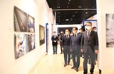 TTXVN tham gia Triển lãm ảnh báo chí về dịch COVID-19 tại Hàn Quốc