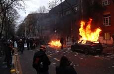 Pháp: Bạo lực nổ ra trong cuộc biểu tình ở Paris, hơn 20 người bị bắt