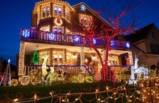 [Video] Lung linh sắc màu tại khu phố Giáng sinh lớn nhất New York