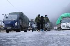 [Video] Đường đóng băng trơn trượt, xe không thể chạy qua đèo Ô Quý Hồ