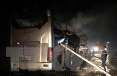 Kon Tum: Cháy xe khách tuyến Bắc-Nam, hành khách may mắn thoát nạn