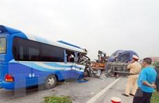Xe khách đâm vào xe đầu kéo, 1 người tử vong, gần 20 người bị thương