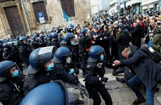 Cảnh sát Đức giải tán người biểu tình phản đối lệnh hạn chế phòng dịch