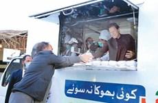 Ấm lòng bữa ăn miễn phí cho lao động nghèo Pakistan giữa đại dịch