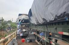 Bình Phước: Container đấu đầu xe tải gây ách tắc giao thông hơn 5 giờ