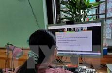 [Video] Tạm dừng đến trường, phụ huynh băn khoăn về thi học kỳ online