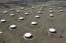 Dự trữ của Mỹ giảm mạnh, giá dầu thế giới vẫn dưới ngưỡng 70 USD/thùng