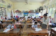 Cà Mau, Long An cho học sinh tạm dừng đến trường để phòng dịch