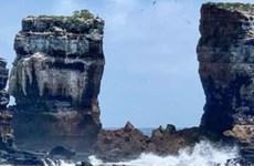 Vòm đá nổi tiếng thế giới Darwin's Arch sụp đổ do bị xói mòn