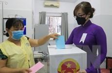 Các điểm bỏ phiếu thực hiện nghiêm việc phòng dịch, tỷ lệ đi bầu cao