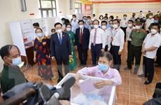 Chủ tịch QH Vương Đình Huệ đi kiểm tra công tác bầu cử ở địa phương