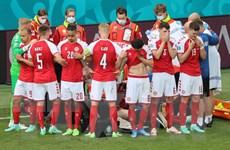Cổ động viên Đan Mạch khích lệ tinh thần Eriksen trong trận gặp Bỉ