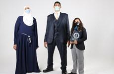 Hai anh em người Ai Cập lập 5 kỷ lục thế giới về kích thước tay, chân