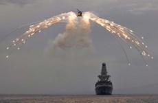 Nga bắn cảnh cáo tàu khu trục Anh vi phạm lãnh hải ở Biển Đen