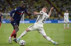 Lý giải việc Pogba chơi hay trong màu áo Pháp hơn Manchester United