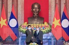 """""""Sự hỗ trợ của Việt Nam đã góp phần giúp Lào kiểm soát dịch bệnh"""""""