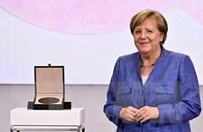 Thủ tướng Đức Angela Merkel được trao tặng Huy chương khoa học Harnack