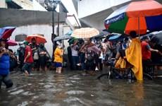 Philippines sơ tán khẩn cấp hàng chục nghìn người dân tránh lũ lụt