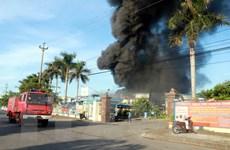 Trung tá cảnh sát bị thương khi tham gia dập đám cháy tại KCN Hòa Xá