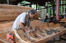Làng nghề đóng xuồng, ghe trăm tuổi ở Đồng Tháp gặp khó khăn do dịch