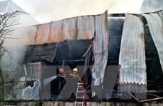 TP.HCM: Dập tắt đám cháy lớn ở kho chứa vật liệu tại huyện Bình Chánh