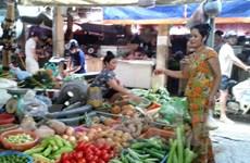 """Người tiêu dùng lo lắng thực phẩm """"hùa"""" tăng theo giá xăng"""