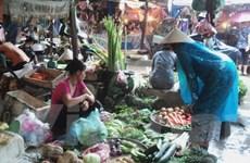 """Thực phẩm ở Hà Nội """"đội giá"""" vì mưa to liên tiếp những ngày qua"""