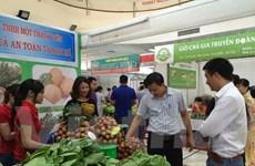 [Video] Người dân yên tâm mua sắm tại phiên chợ nông sản an toàn