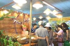 """Hội chợ """"Thực phẩm-Nông sản sạch"""" thu hút người tiêu dùng Thủ đô"""