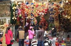 [Photo] Phố Hàng Mã trang hoàng lung linh trước Giáng sinh