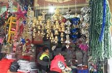 Thị trường Giáng sinh: Khách hàng chuộng trang phục Noel xuất xứ Việt