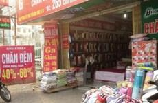 Thị trường chăn ga gối đệm: Giảm giá 70% vẫn vắng bóng người mua