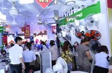 Người dân Thủ đô ùn ùn đi mua sắm thiết bị chống nắng nóng
