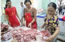 Giá thịt lợn tăng mạnh đẩy giá thu mua gia cầm nhích lên