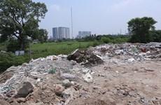 """Hà Nội yêu cầu xử lý dứt điểm vấn đề """"núi rác"""" do VietnamPlus phản ánh"""
