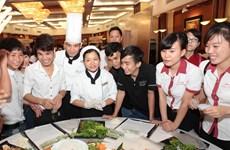 Hilton Hà Nội chia sẻ kỹ năng nghề với thanh niên Thủ đô