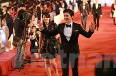 [Photo] Sao ngoại rực rỡ trên thảm đỏ Liên hoan phim quốc tế Hà Nội