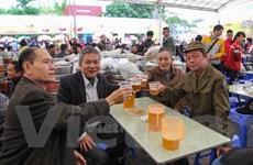 Cụ ông 82 tuổi vẫn háo hức đến tham dự ngày hội Bia Hà Nội 2014