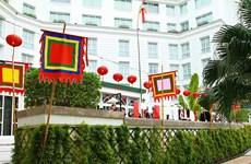 Tái hiện phiên chợ Tết quê trong lòng khách sạn Metropole cổ kính