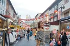 """Hương Ly, Nguyễn Oanh """"tấn công"""" thị trường thời trang châu Á"""
