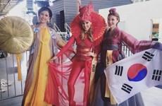Nguyễn Thị Loan duyên dáng trong phần thi trang phục dân tộc