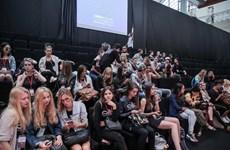 Không khí náo nức chuẩn bị khai mạc Vietnam International Fashion Week