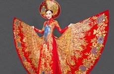 Thu Thảo lộng lẫy trang phục dân tộc tranh giải nhan sắc quốc tế