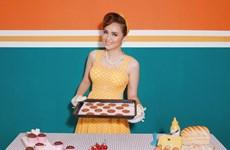 Hoa hậu Diễm Hương: Phụ nữ dù làm bếp hay lau nhà cũng phải đẹp