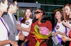 Ca sỹ Shontelle cùng thí sinh Hoa khôi Du lịch bùng nổ đêm chung kết
