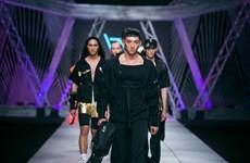 Các nhà thiết kế quốc tế khuấy động sàn thời trang Việt cuối năm