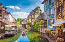 Du lịch mùa cao điểm vẫn được giảm giá hàng chục triệu đồng